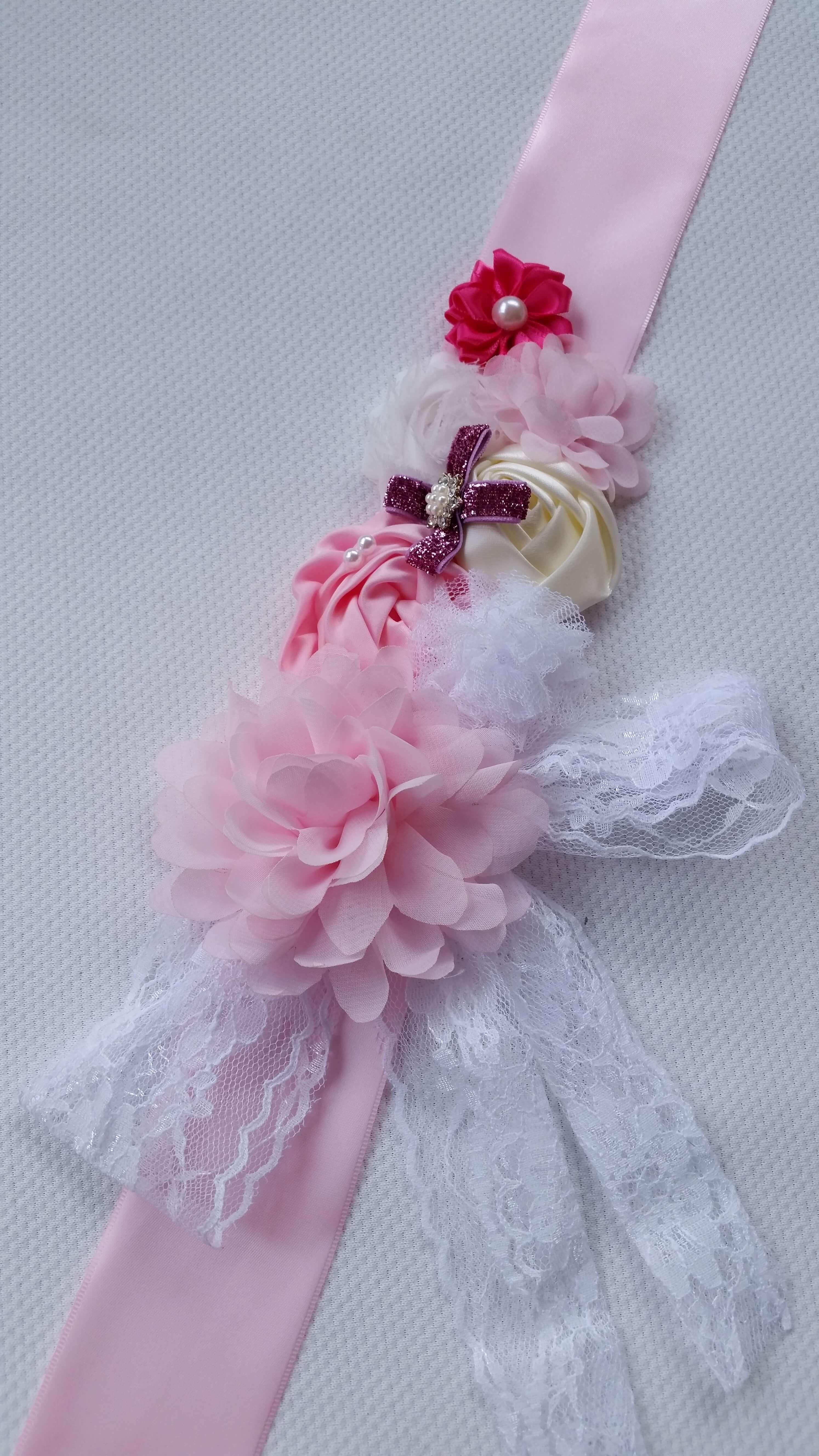 Rózsaszín pocakpánt csipkével
