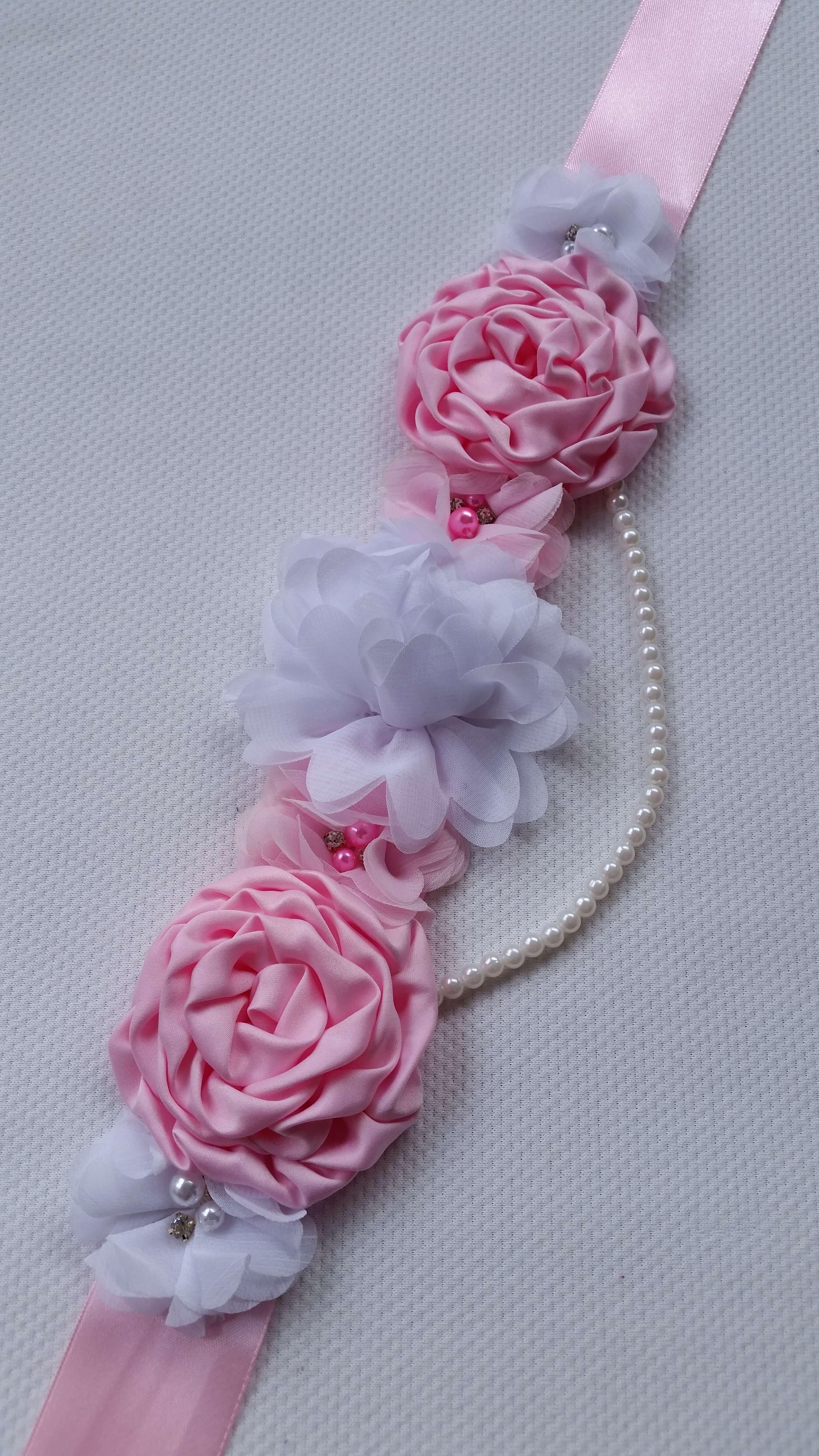 Rózsaszín pocakpánt gyöngysorral