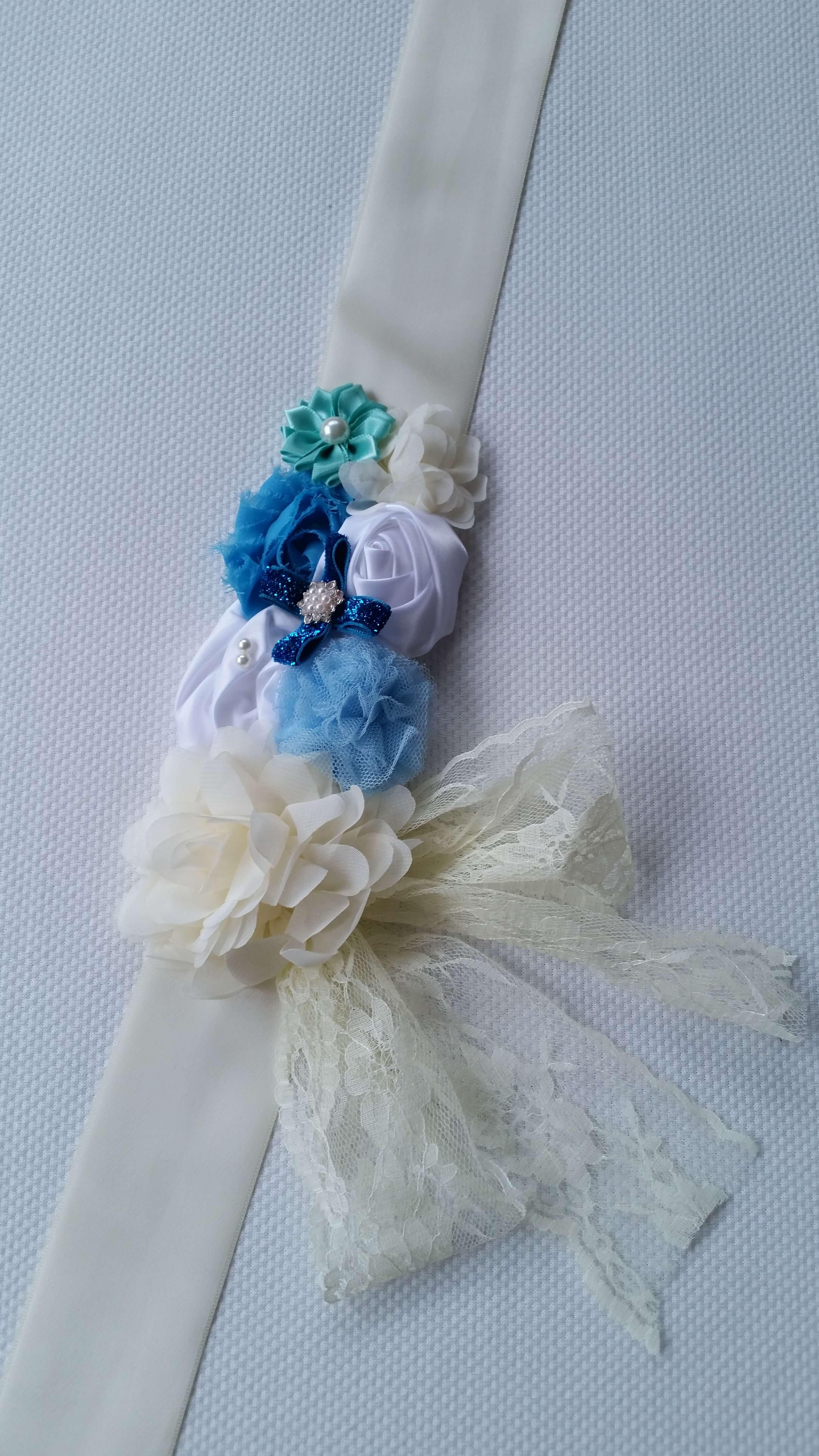 Bézs-kék pocakpánt csipkével